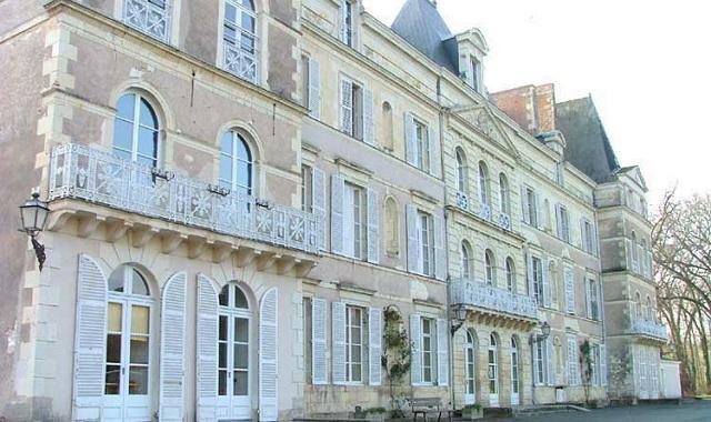 Château de Briançon : façade vue de côté