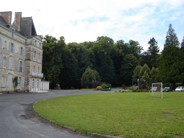 Château de Briançon : Vue de la façade de côté