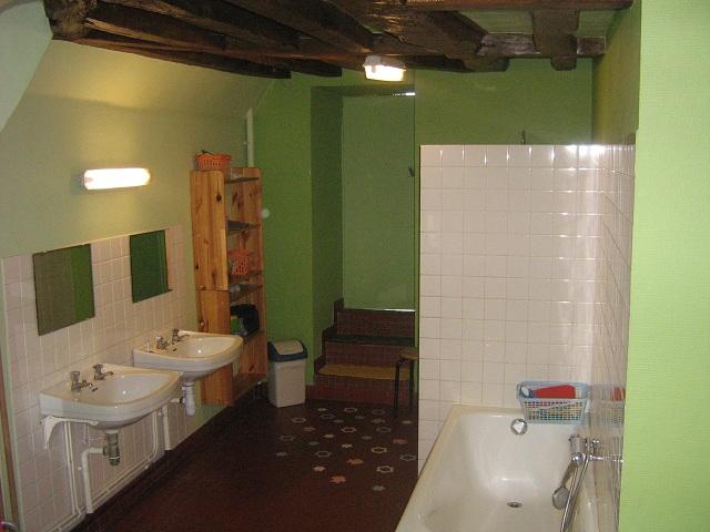 Salle de bain collective